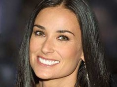 Demi Moore turns seductress for Magic Mike
