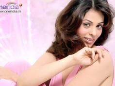Anjana Sukhani does item song for Bejawada Rowdilu