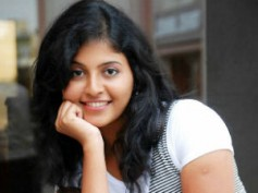 Anjali turns brave for Vikram's Karikalan