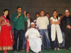 Gali Gali Mein Chor Hai special screening for Anna Hazare
