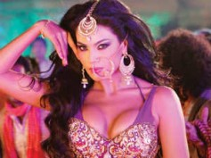Veena Malik hits back at wannabe model