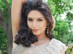 Ragini Dwivedi escapes a bee attack