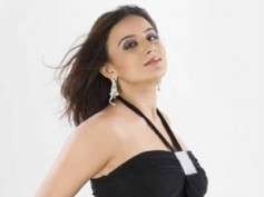 Pooja Gandhi turns naughty for Director's Special