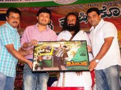 Sri Sri Ravi Shankar unveils Auto Raja poster