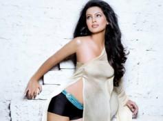 Geeta Basra to romance Santhanam