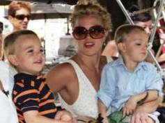 Britney Spears' sons embarrassed to kiss mom