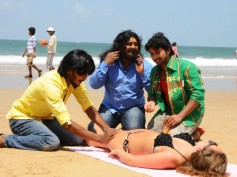Photos: Komal Gets Naughty With Bikini Babes In Goa Beach