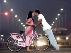 Ponmaalai Pozhudhu - Movie Review