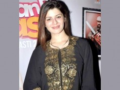 Grand Masti Party: Kainaat Arora Fiercely Covers Up Her Body!