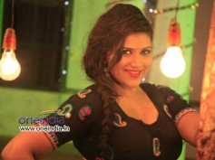 Neetu's Item Song Chopped Off From Ravichandran's Crazy Star