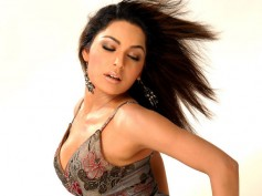 Firing Outside Actress Meeras' House In Pakistan
