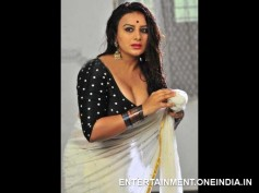 Photos: Spicy Stills Of Pooja Gandhi From Abhinetri