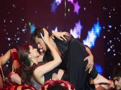 Shahrukh Khan's Happy Ending To SLAM! The Tour With Madhuri (Pics)