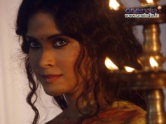 OMG! Nandana Sen Goes Topless In Rang Rasiya (Leaked Video)