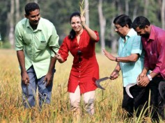Manju Warrier Initiates Harvest In Sreenivasan's Organic Paddy Field!