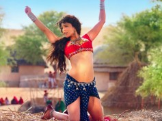 Ek Paheli Leela New Song: Romantic Words But Erotic Sunny Leone