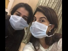 Photo: Jacqueline Fernandez's Selfie With Sonam In Hospital