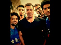 Salman Khan's Selfie Moment With Mauka Mauka Team (Pic)