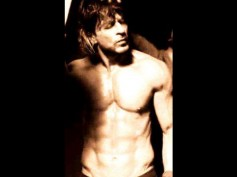 Shahrukh Khan's Hot Six Pack Look In Raees Revealed