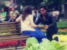Dilwale Leaked Pictures: See Shahrukh Khan Proposing Kajol On The Sets