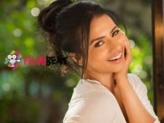 Godhi Banna Sadharna Mykattu Introduces Sruthi Hariharan As Dr Sahana(Video)