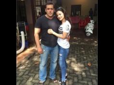 Cute Pics Of Salman Khan With Ameesha Patel, On The Sets Of Prem Ratan Dhan Payo!
