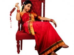 Nayaki Updates: Thousands Of Fans Gather At Zaheerabad To See Trisha In Action!