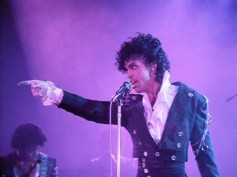 Prince's Death, A Purple Tribute To The Pop Icon!