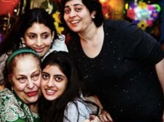 Oh-So-Adorable! Navya Naveli Nanda & Shweta Bachchan Nanda's Latest Beautiful Picture With Family