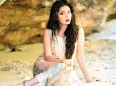 Shahrukh Khan's Co-star Mahira Khan Unhappy With Raees Being Delayed?