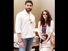 AWWDORABLE Picture: Aishwarya Rai, Abhishek Bachchan Pose With Their Shy Daughter Aaradhya Bachchan