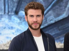 Liam Hemsworth Does Push-ups Before Shirtless Scenes