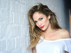 I Grew Up With Holes In My Shoes Says Jennifer Lopez