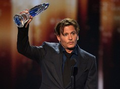 Johnny Depp Thanks Fans At The PCA  Speech For Supporting Him In His Tough Times