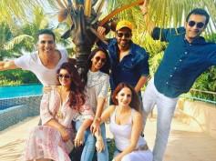 See Pic! Hrithik Roshan-Sussanne Khan & Akshay Kumar-Twinkle Khanna Have A Triple Date