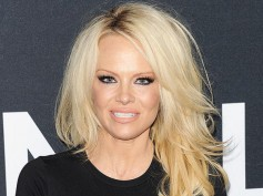 Pamela Anderson Tries To Bring Smile To Julian Assange