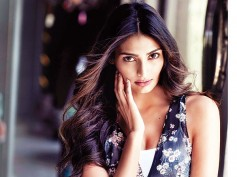 I'd Love To Do An Action Film: Athiya Shetty