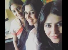 Ekta Kapoor Spotted With Her Favourite Bahus – Smriti Irani & Sakshi Tanwar