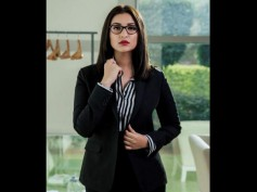 Sandeep Aur Pinky Faraar First: Parineeti Chopra Is Ready To Fly High, NAILS The Corporate Look!