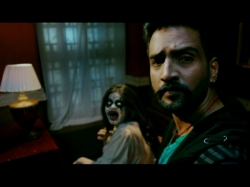 Dhilluku Dhuddu Movie Review Rating Story Santhanam Works In Parts