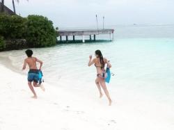Malaika Arora Khan New Bikini Picture Running Beach Son Maldives