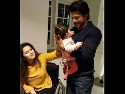 Shahrukh Khan Playing With A Baby In New Picture