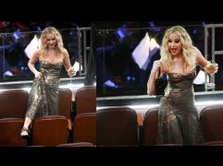 Oscars 2018 Jennifer Lawrence Climbs Over Chairs While Juggling A Glass Of Wine In Her Hand