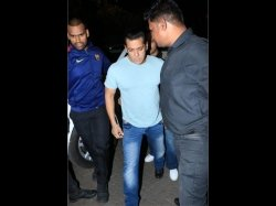 Salman Khan Sonakshi Sinha Other Bollywood Celebs Attend Zaheer Iqbal Birthday Bash Pictures