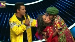Indian Idol 11: Contestant Forcibly Kisses Neha!