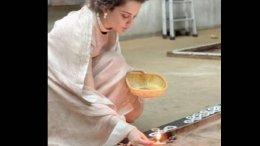 Kangana Ranaut Offers Her Prayers At A Temple