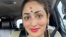 Yami Offers Her Prayers At Dakshineswar & Kali Bari Temple