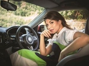 Jacqueline Fernandez Meets With A Car Accident In Bandra After Partying With Salman Khan!
