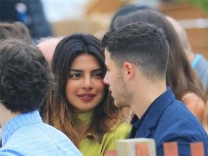 Here's Why Priyanka Chopra BROKE UP With Her Superstar EX-BF; Dating Nick To Heal Her BROKEN Heart!