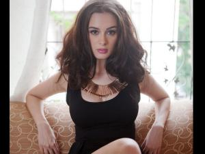 Evelyn Sharma Throws Tantrum At Dubai Hotel Staff
